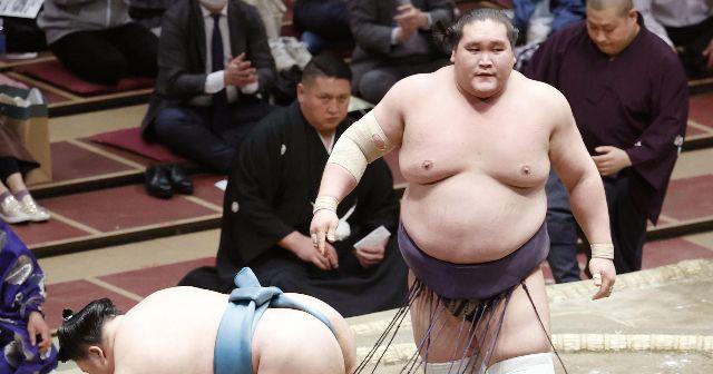 """""""ご意見番""""武蔵丸「照ノ富士おめでとう。でも""""大関の相撲""""だとは、まだ言えないな」「鶴竜は親方1年生、頑張れ」"""