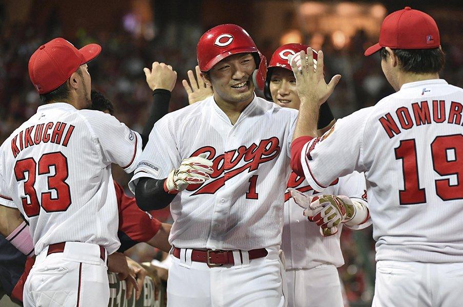 鈴木誠也の打者、人間として凄み。成長の陰に「野球の神様」のお告げ。<Number Web> photograph by Kyodo News