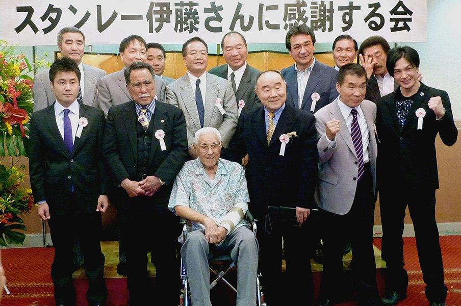 日本人世界王者の恩人、スタンレー伊藤の死を悼む。~具志堅用高やガッツ石松も~<Number Web> photograph by KYODO