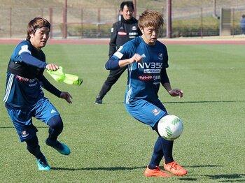 キャプテン+10番は海外以上の挑戦。横浜FM・齋藤学が担う「俊輔の後」。<Number Web> photograph by Kyodo News