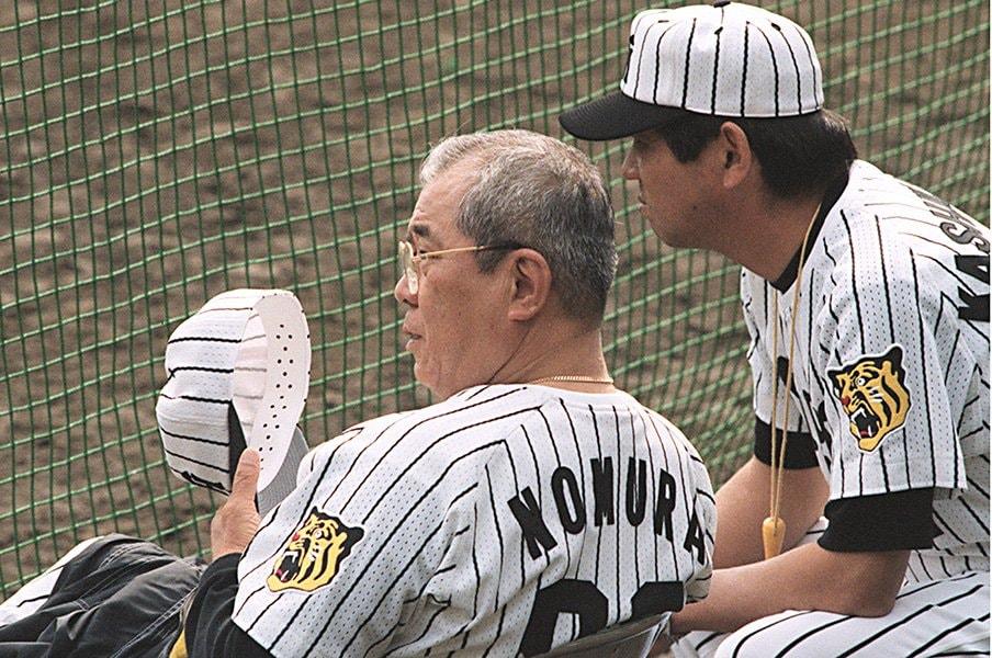 """新庄の敬遠球サヨナラ打を呼んだ、野村克也と""""一番弟子""""の絆。<Number Web> photograph by Kyodo News"""