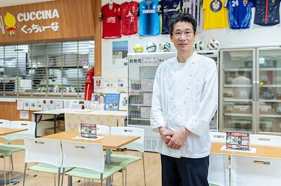 <歩みをとめない者たち>料理人・西芳照がサッカー日本代表と故郷に注ぎ続ける愛情。<Number Web> photograph by Takuya Sugiyama