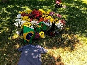 サンパウロの墓参りは欠かさない。今もブラジルGPが繋ぐセナとホンダ。