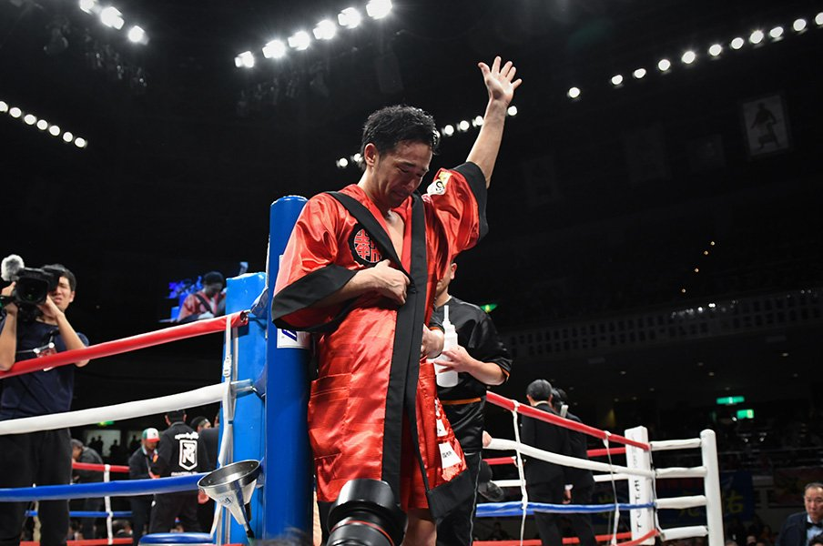 山中慎介は納得できたのだろうか。「ふざけるな!」と試合後の落涙。<Number Web> photograph by Hiroaki Yamaguchi