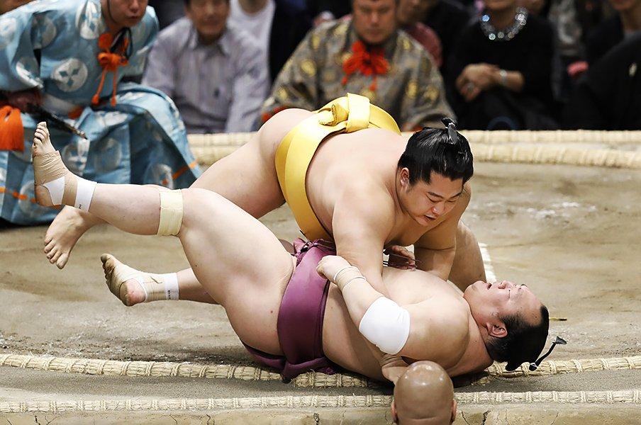 力士と怪我の切っても切れない関係。慢性化する前に完治させる制度を!<Number Web> photograph by Kyodo News