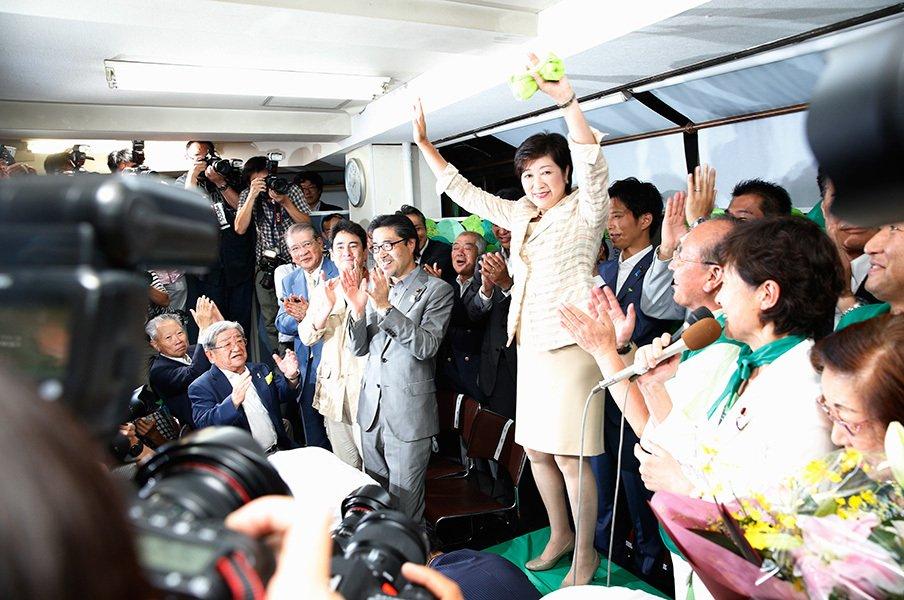 プチ鹿島、7月のスポーツ新聞時評。都知事選をスポーツ紙で読み解く。<Number Web> photograph by Shigeki Yamamoto
