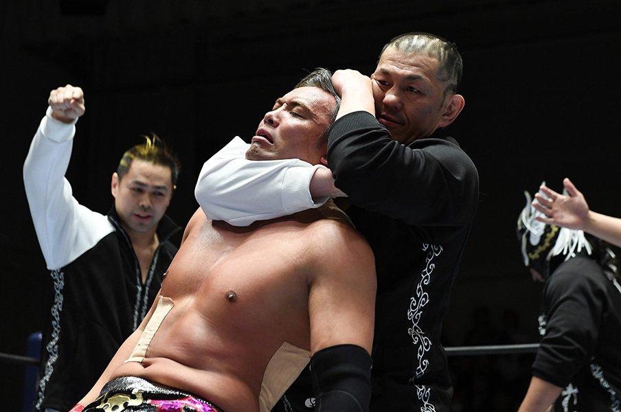 新日本プロレス1.4ドーム後の世界。鈴木軍リターンズ。王者オカダの明暗。<Number Web> photograph by Essei Hara