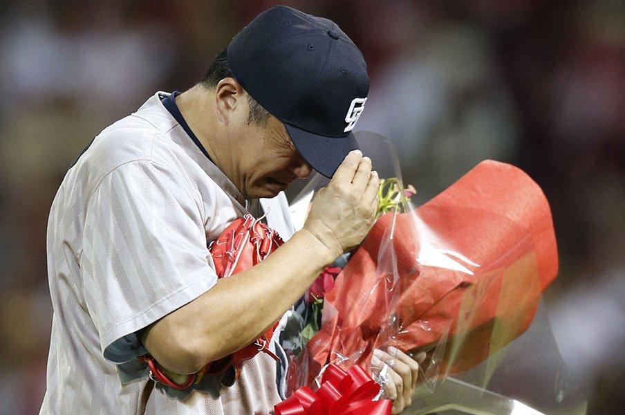 球場の食堂で目撃した山本昌の気遣い。32年の現役生活を支えた実直な姿勢。<Number Web> photograph by Kyodo News