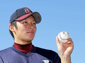9月27日、神奈川県高野連にプロ志望届を提出した桐光学園・松井裕樹。複数球団からの1位指名が予想されるが、ボールに書かれた「夢」を引き取るのはどのチームになるか。