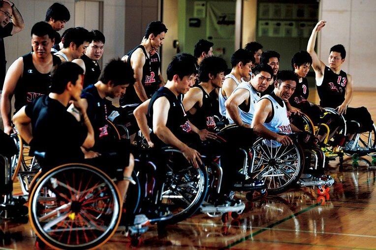 真夏の日本代表強化合宿に参加した選手たち。及川HCのもと、キャプテンの藤本やブンデスリーガで活躍する香西、千葉ホークスの千脇貢を中心にリオの切符をかけて戦う。 / photograph by Shinji Hosono