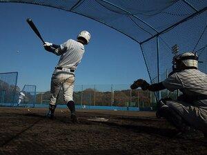 野球の新練習法は冗談から生まれる。外野の頭を越えたらグラブを外す?!