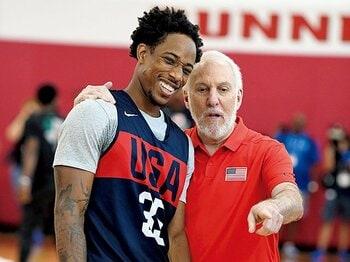 """NBA屈指の名将に訪れた試練。""""ファミリー""""の支えを力に前へ。~妻を亡くし、選手が去り……バスケが彼を支えた~<Number Web> photograph by Getty Images"""