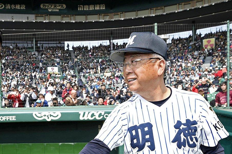 明徳・馬淵節が甲子園に帰ってきた。「パンツびっちゃんこやったわ」<Number Web> photograph by Kyodo News