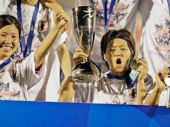 「栄光のメンバー」から若手たちへ。なでしこ、世代融合のアジア杯優勝。<Number Web> photograph by AFLO