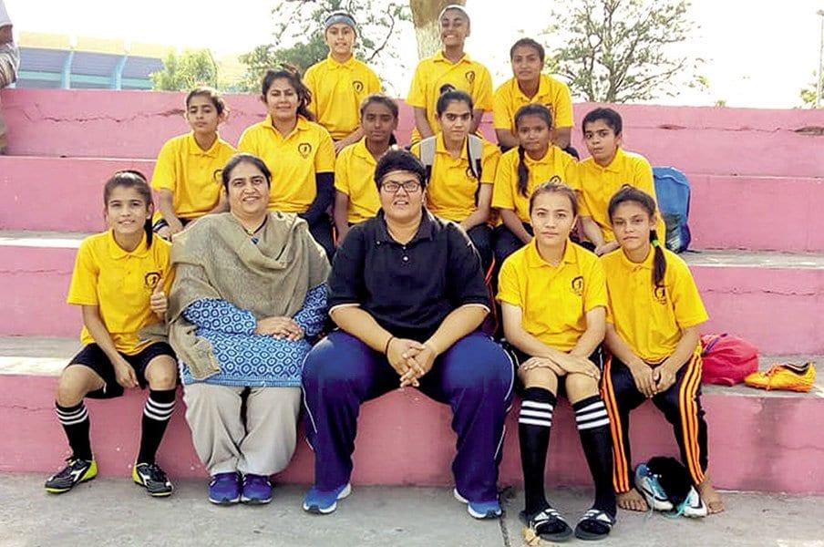 スポーツを通じて女性に真の自由を!パキスタンの女子サッカー最前線。<Number Web> photograph by Diya FC