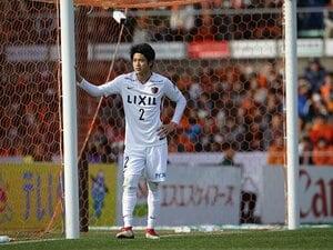 左足で跨ぎ、ジェスチャーは大きく。帰ってきた内田篤人の変化と不変。