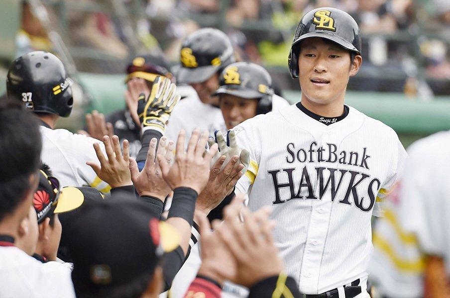 年俸大幅増も上林誠知は笑わない。イチローと内川聖一から学ぶこと。<Number Web> photograph by Kyodo News