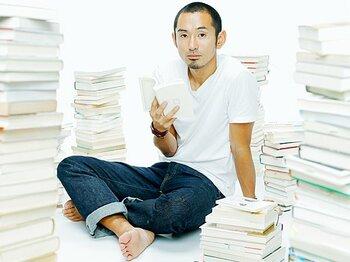 <本を読めば速く走れる?> 為末大 侍ハードラーの競技力向上本読み術。<Number Web> photograph by Tamon Matsuzono