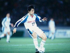 18歳、遠藤保仁デビュー戦の真実。中村俊輔の共感、岡山一成の嫉妬。