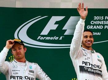 チーム内で王者を争うがゆえの内紛。ハミルトンがロズベルグに掛けた策。<Number Web> photograph by Getty Images