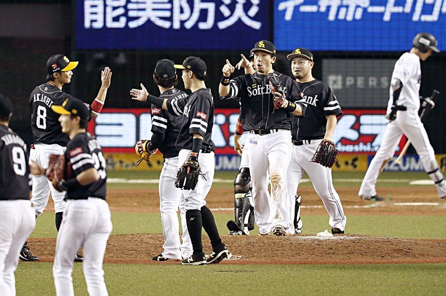 4連敗CS敗退、涙で目を真っ赤に。西武・源田壮亮の悔いと覚悟。<Number Web> photograph by Kyodo News