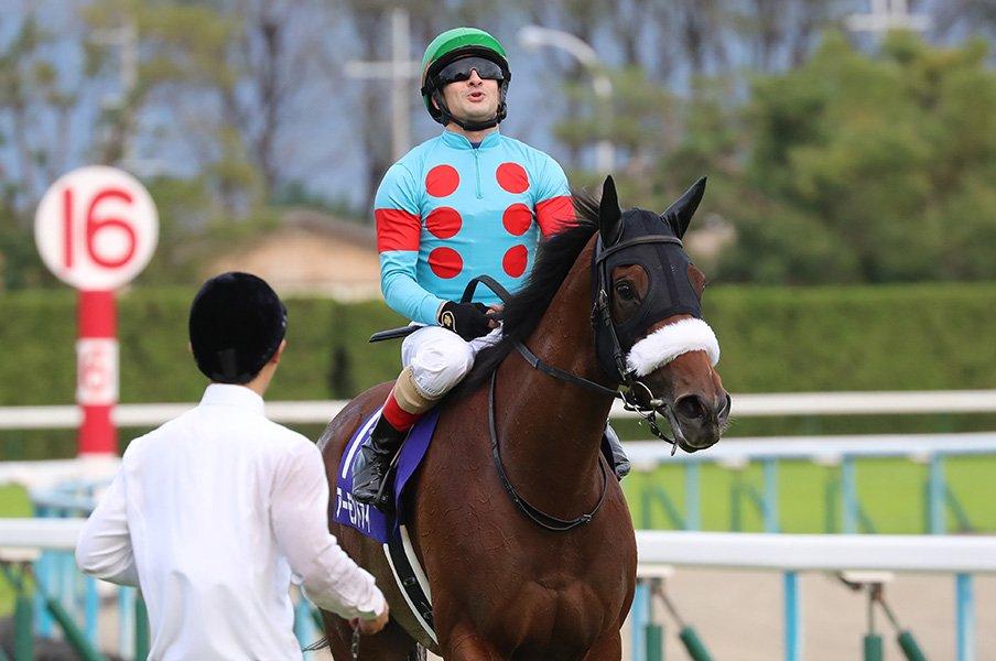 「今の日本で一番強い、特別な馬」アーモンドアイが完勝で牝馬三冠!<Number Web> photograph by Yuji Takahashi