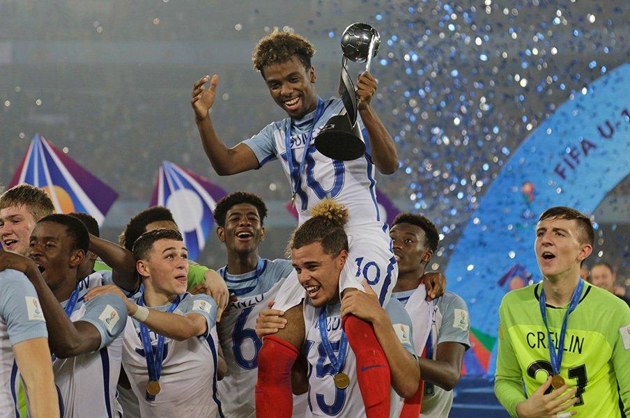 日本とイングランド、その差って何だ。U-17W杯で見えた世界最先端の育成。<Number Web> photograph by AFLO