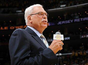 今、全米中が注目するフィル・ジャクソンの去就。~稀代の名将、NBA復帰はあるのか~<Number Web> photograph by Getty Images