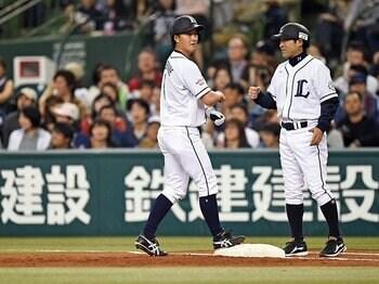 「つなぐ」も「決める」も自由自在。西武・渡辺直人、2度目の充実期。<Number Web> photograph by Nanae Suzuki