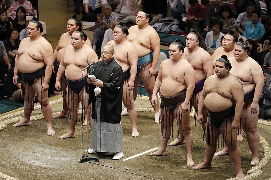 相撲の五輪期間中の特別興行は、世界へのビジネスチャンスになる!<Number Web> photograph by Kyodo News