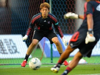 まずはFC東京の正GKを奪還せよ!U-22の守護神・権田修一の試練。<Number Web> photograph by Toshiya Kondo