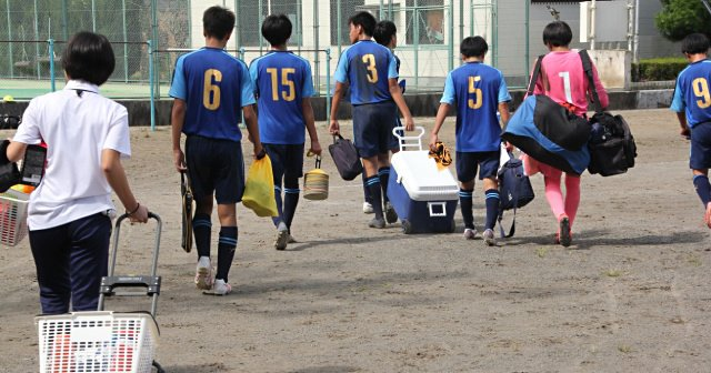 """静岡の高校サッカー""""奇跡の8人勝利""""は美談なのか 「なぜ1年生部員がゼロなの?」"""