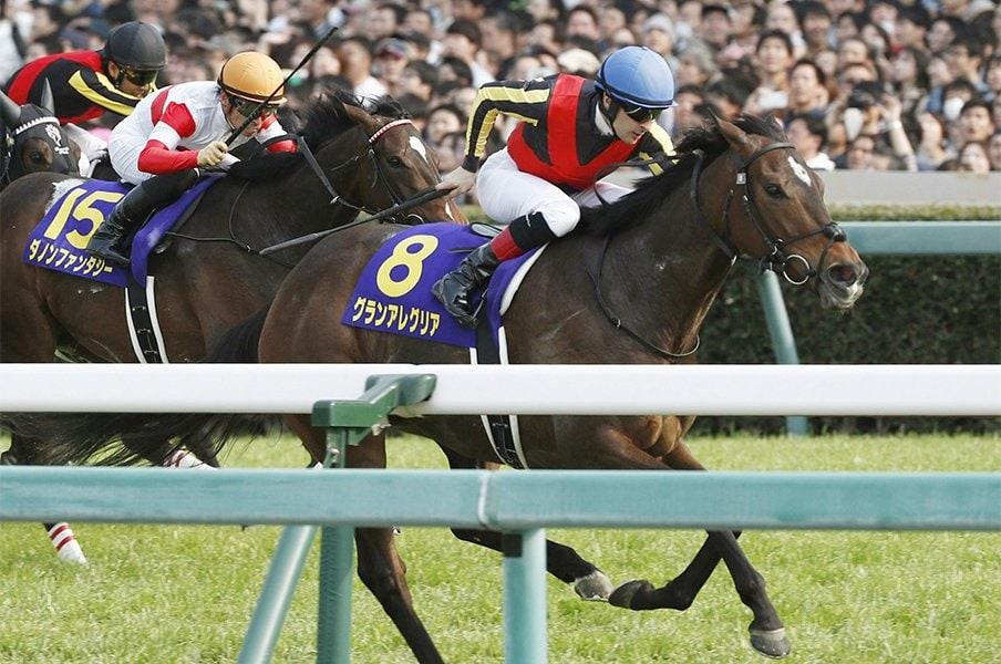 桜花賞をグランアレグリアが圧勝。影も踏ませない完璧な2馬身半差。<Number Web> photograph by Kyodo News