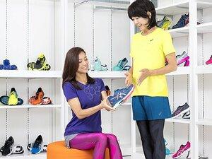 <Qちゃんのランニングシューズの選び方>松本莉緒(女優)×高橋尚子「初マラソンに履くなら、このシューズ!」