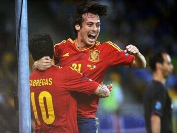 スペインサッカーの模倣は危険?ユーロの戦術的トレンドを徹底分析。<Number Web> photograph by Etsuo Hara