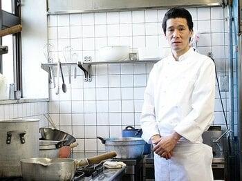 """日本代表専属シェフ・西芳照。厨房から見た""""もう一つのW杯""""。<Number Web> photograph by Tsutomu Takasu"""