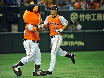 """助っ人外国人の役割は""""触媒作用""""?ボウカーとロペスを生かす原采配。<Number Web> photograph by Hideki Sugiyama"""