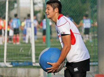 試練もポジティブに捉える、天才・藤田慶和の現在地。~ラグビー界担う早大の1年生FB~<Number Web> photograph by Nobuhiko Otomo