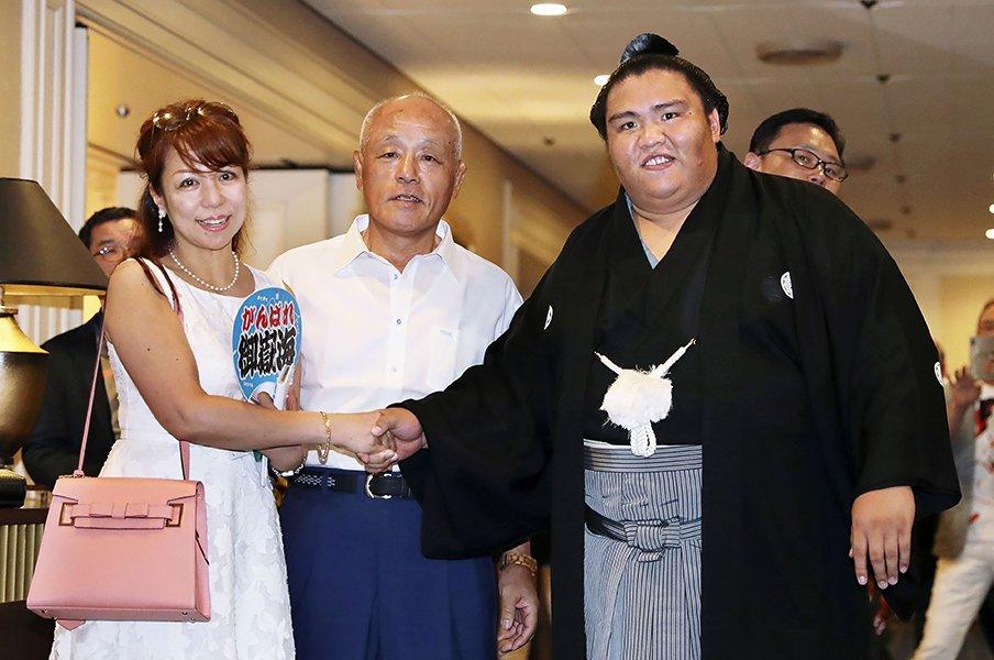 """御嶽海の""""ちゃんこの味""""は自分流。学生出身力士の大相撲革命なるか!?<Number Web> photograph by Kyodo News"""