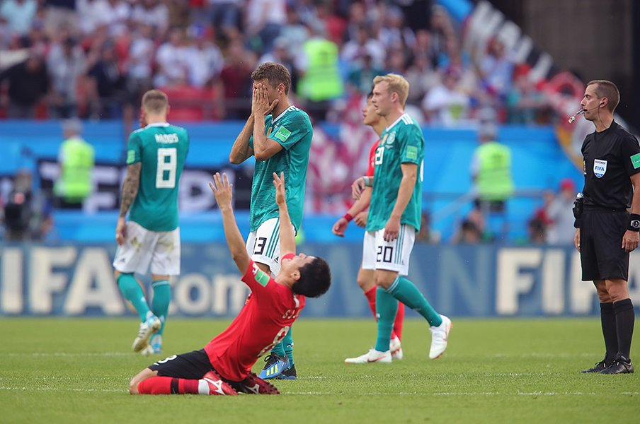 W杯直前まで両国共に最悪のはずが……。日本「突破」、韓国「敗退」の理由。<Number Web> photograph by Getty Images