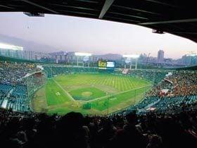 ケビン・ホッジスは韓国で投げている。