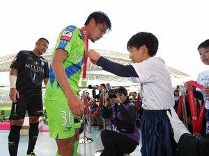 浦和で育ち、湘南で大人になった岡本拓也の初戴冠と期限付きの終焉。