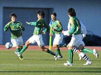 流行のパスサッカー、その神髄は守備にあり。~静岡学園が真にバルサ的な理由~<Number Web> photograph by Masako Sueyoshi