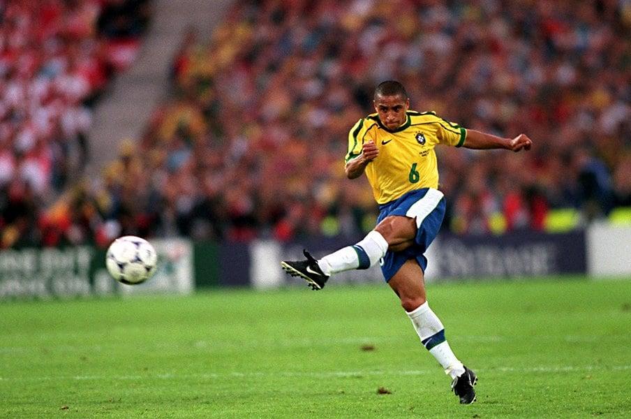 ロベカルの超絶FKとブラジル代表。夢の1997年とフランスW杯の失望。<Number Web> photograph by AFLO