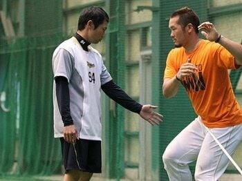 オリックス救援陣の直球はなぜ速い?本屋敷トレーニングコーチの存在価値。 <Number Web> photograph by NIKKAN SPORTS