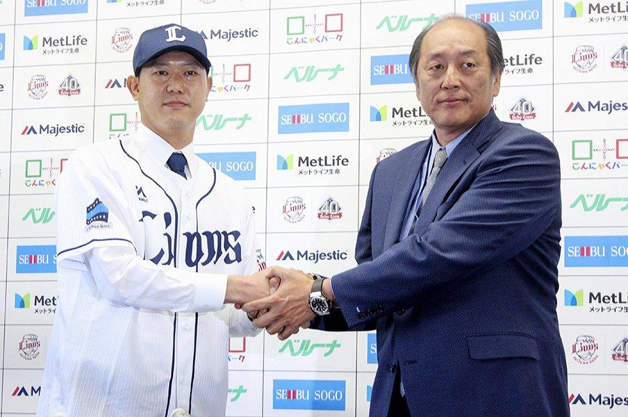 野球ファンは人事の話が大好きだ。プロテクトと人的補償の報道祭り。<Number Web> photograph by Kyodo News