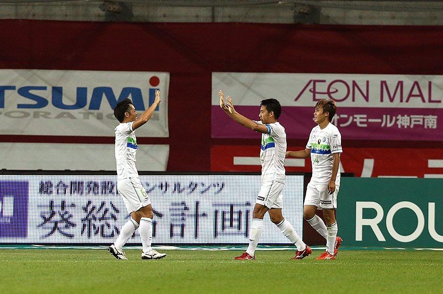 ベルマーレJ1残留を託される2人、菊地俊介と石川俊輝の以心伝心。<Number Web> photograph by Getty Images