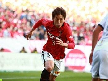 なぜ宇賀神友弥は浦和で不動なのか。平川から受け取り、関根に渡す愛。<Number Web> photograph by URAWA REDS