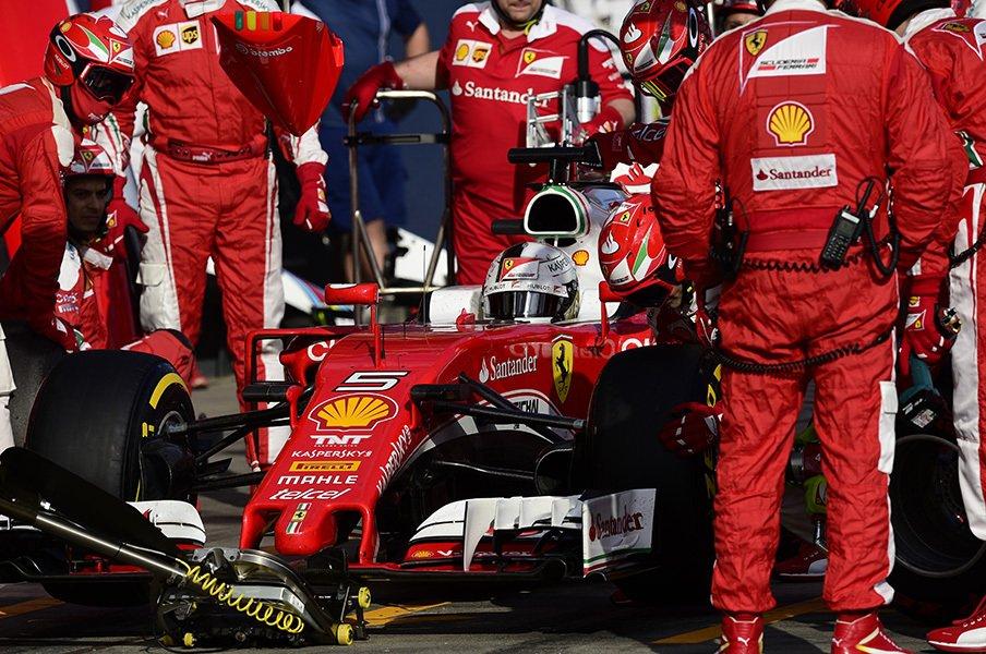 F1開幕戦で堪能できた高度な情報戦。フェラーリとメルセデス、至高の戦略。<Number Web> photograph by Hiroshi Kaneko