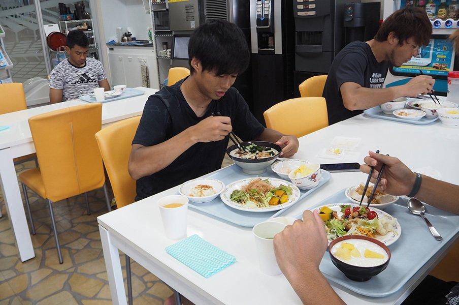 ジェフ千葉から消えた脂身と白米。監督が持ち込んだ食事革命が凄い。<Number Web> photograph by Masayuki Sugizono